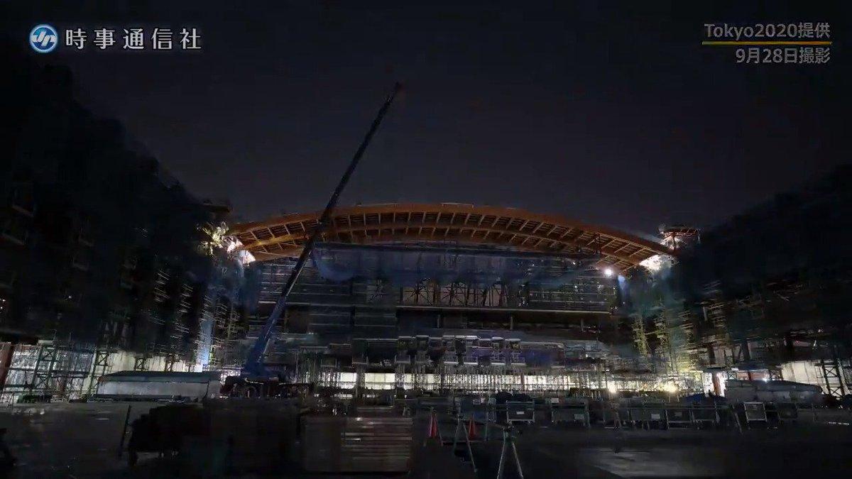 7日、東京五輪の体操とパラリンピックのボッチャの会場となる有明体操競技場の建設現場が報道公開されました。北海道と長野県産のカラマツを使った国内最大規模のアーチ状の屋根が特徴 です。#東京五輪 #体操 https://t.co/UkMzjthaT9