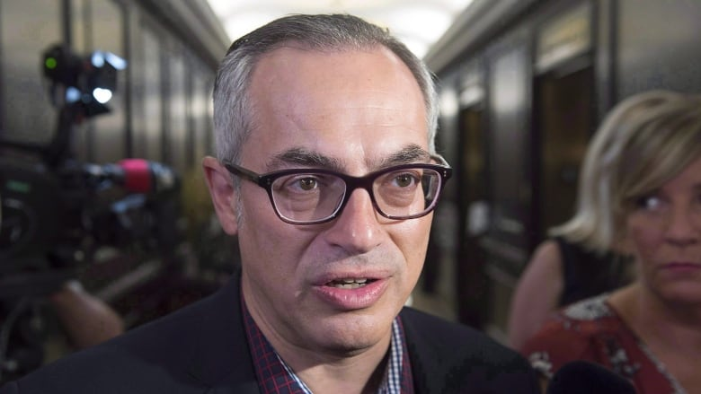 4/7 Conservative MP Tony Clement has stepped down as federal justice critic. https://t.co/E8dePRpvbc https://t.co/SIMQZBF9L6