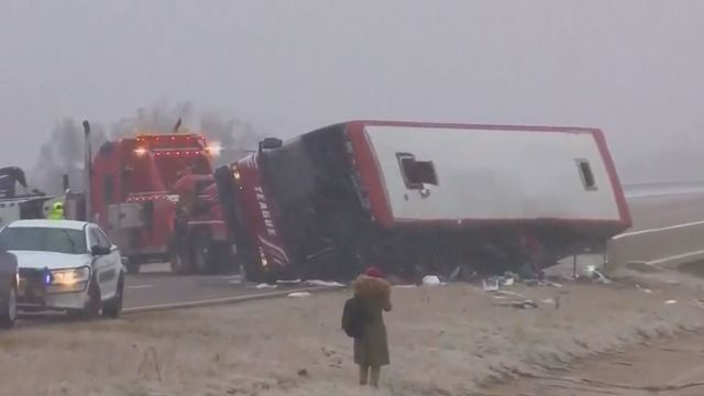 2 dead, 44 hurt in tour bus crash on icy highway ramp in Mississippi, authorities say https://t.co/UEASTEnTpd