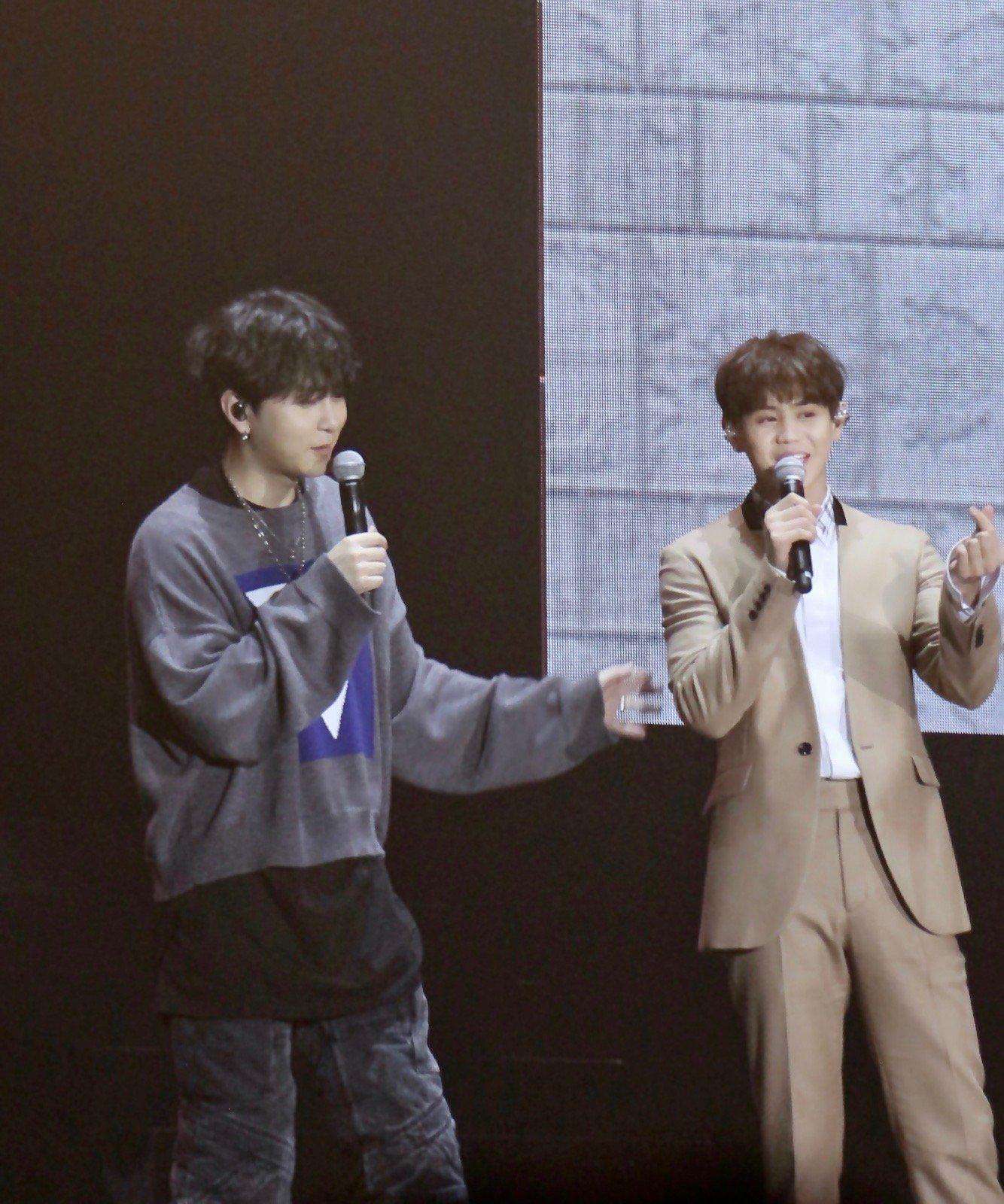 201801111Junhyung & Yoseob mini concert in HK #Highlight #하이라이트 #용준형 #양요섭 https://t.co/sB3ECSVTNz