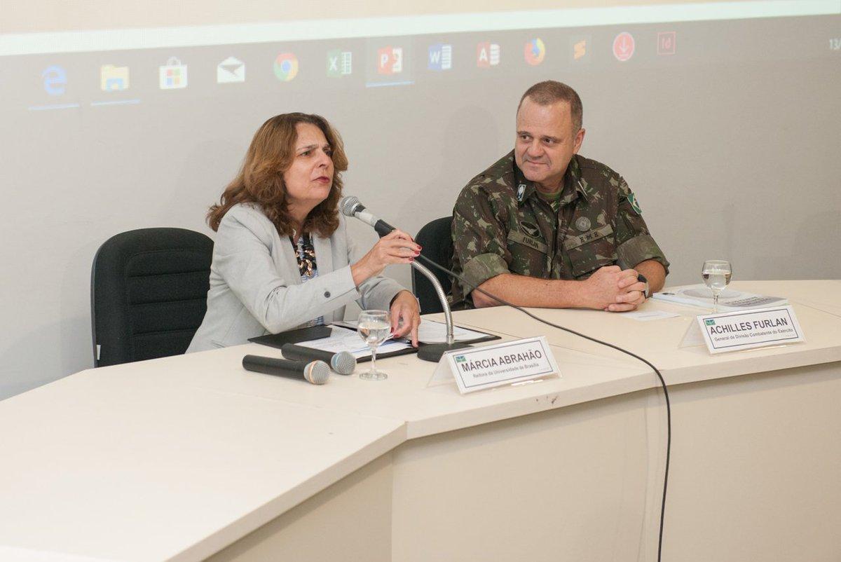 Workshop sobre reconfiguração do cenário internacional reuniu Exército e Universidade de Brasília https://t.co/ZecTGbtGTI