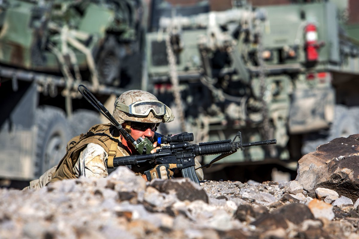 Holding the line!   @USMC hold down a security line during a live-fire mission at #TwentyNinePalms #California. #Marines #KnowYourMil<br>http://pic.twitter.com/GdHAqCZSl3