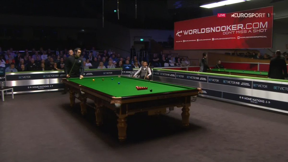 It isn't often you see @ronnieo147 hit the blue when breaking off...  Especially on the way down 😲 #NIOpen