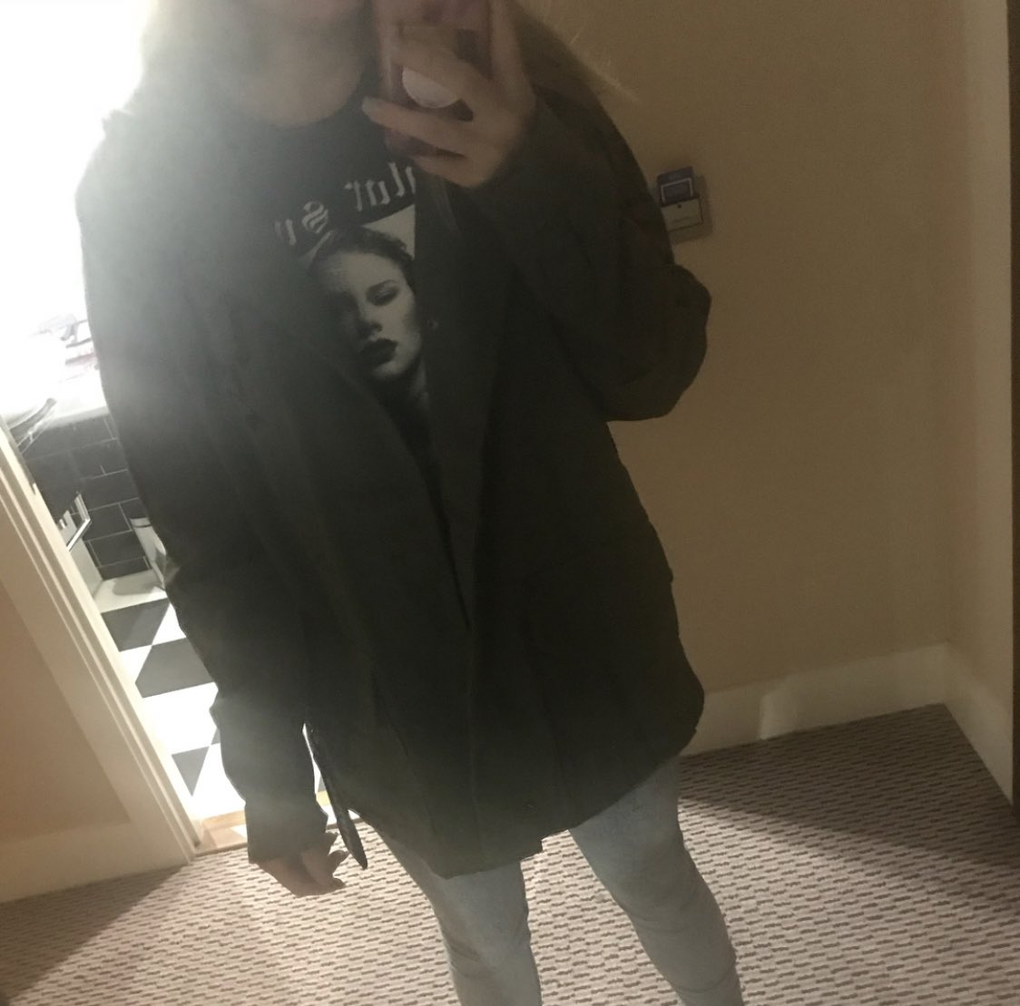 Because I just saw this picture of me leaving my hotel the next morning with broken feet, being so damn tired because I stayed up way too long because of all the excitement and also I was so damn happy with all my merch #reptourlondon