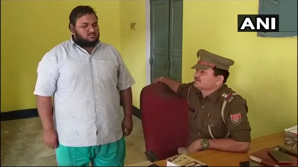Baghpat Police have arrested a man who was an admin of a whatsapp group allegedly being administered from Pakistan. Anti-India messages were being posted in the group. Don&#39;t get swayed by negative propaganda about govt on whatsapp. It could be a conspiracy by the enemy nation! <br>http://pic.twitter.com/lgNCYaqqQp