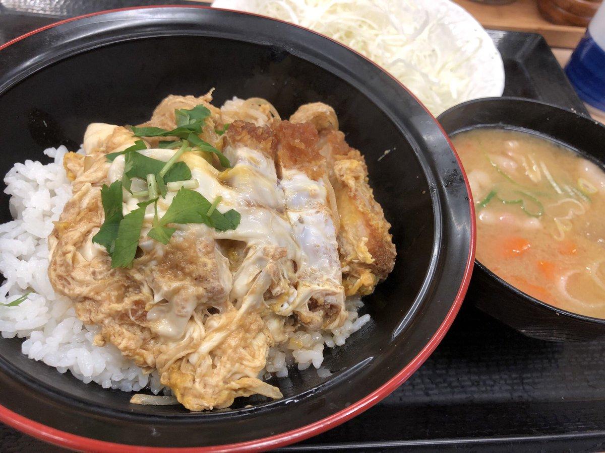 朝ごはんはかつやで朝メニューのミニカツ丼セット。今朝は寒かったので豚汁が沁みます。 #朝ごはん #かつや #渋谷 #ミニカツ丼セット #朝メニュー #豚汁 #カツ丼