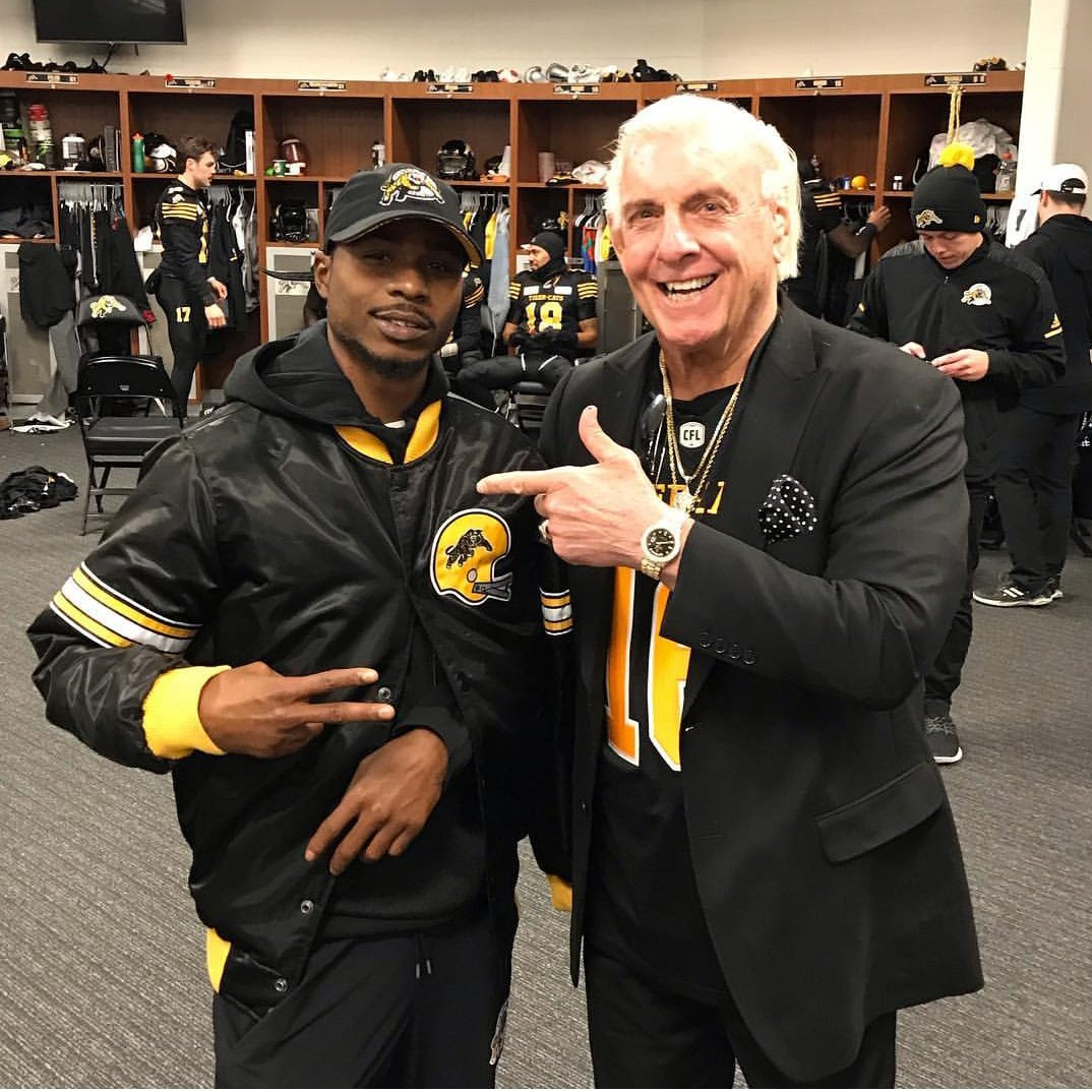 Great shot of Former Bakersfield College Renegade Brandon Banks (@speedybanks87) and WWE Legend Ric Flair.  Despite going down with a broken clavicle in Week 19 of the @CFL season Banks managed to lead the league in receiving TDs and have the league&#39;s 2nd most receiving yards.<br>http://pic.twitter.com/EeRow4BfRX