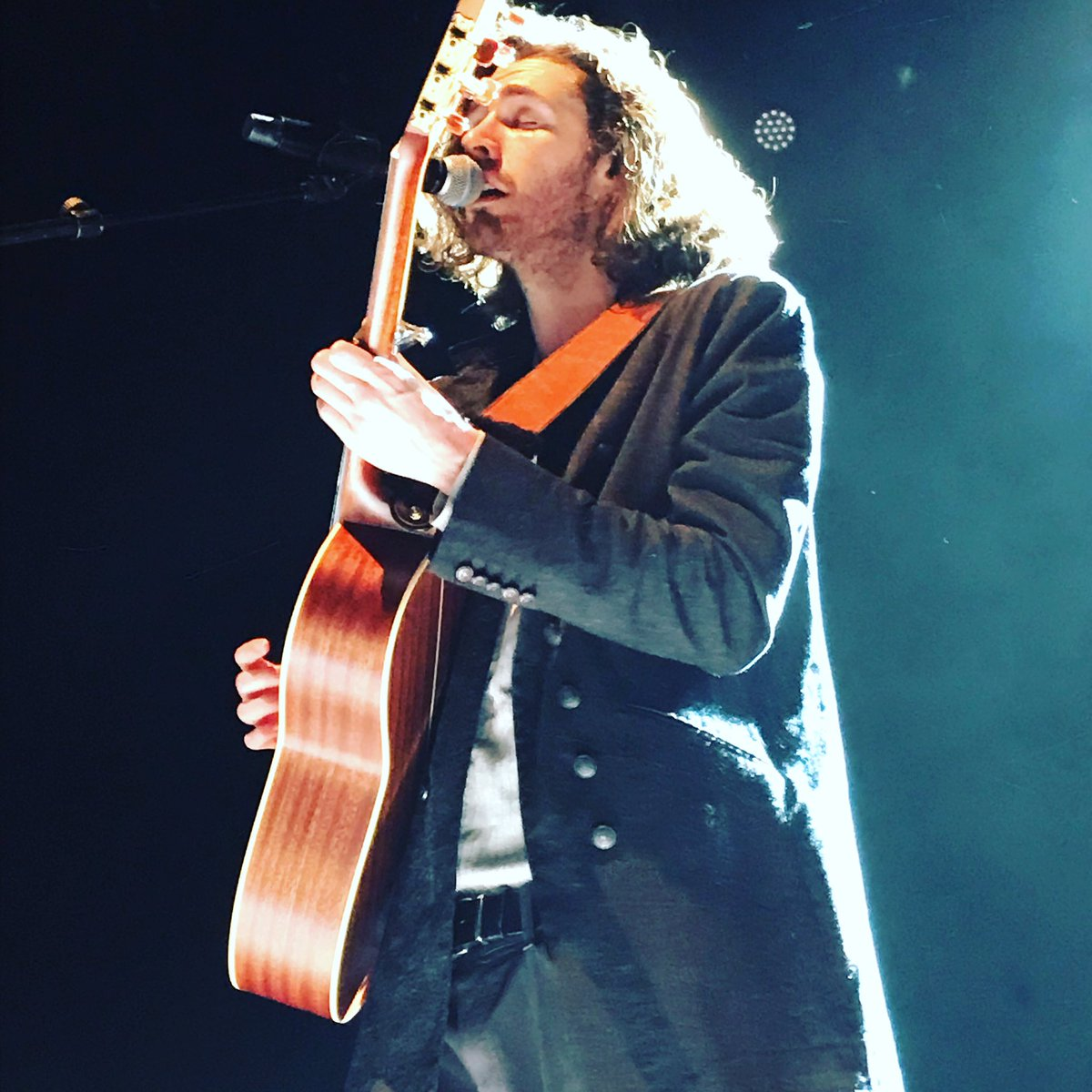 RT @martine291: Thank you @Hozier for this amazing gig in @sallepleyel in Paris. This was awesome. https://t.co/yqdTymrf7Q