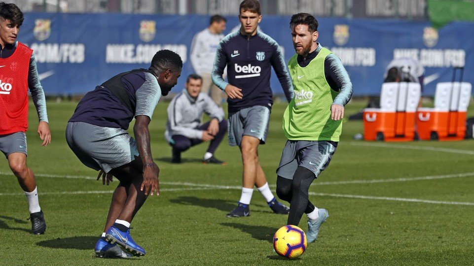 At today's workout: Leo #Messi vs. @samumtiti https://t.co/eEWPHECP3x