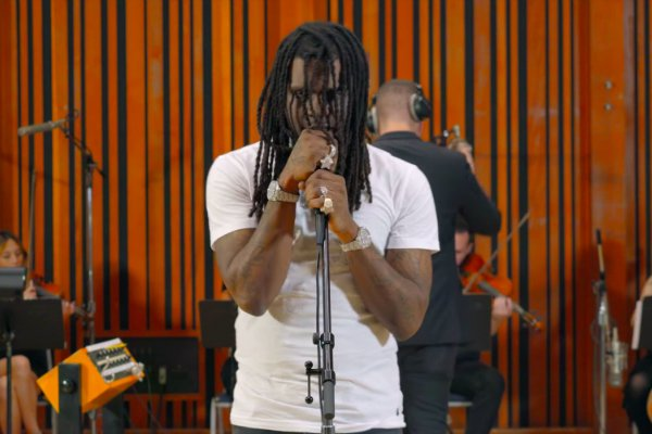 Watch @ChiefKeef Perform 'Faneto' and 'Love Sosa' with a Live Orchestra https://t.co/s1QzanYKE7 https://t.co/stp3qt67Dr