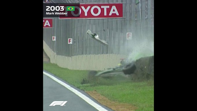 To say the 2003 #BrazilGP ended dramatically would be an understatement 💥 Webber had a huge crash, and was followed by Alonso seconds later 😱 The resulting carnage blocked the track, ending the race early 🚩 #F1 Foto
