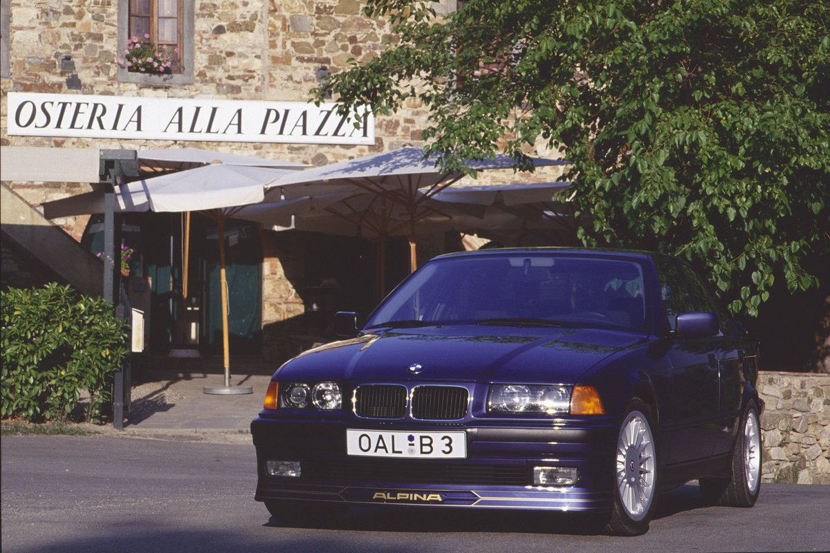 ALPINA SWITCH-TRONIC 1/4 Since 1965 ALPINA has adopted innovative technologies often years ahead of big manufacturers. Setting the trend, B. Bovensiepen had the idea of enabling drivers to manually control their automatic transmission from the steering wheel by means of buttons.