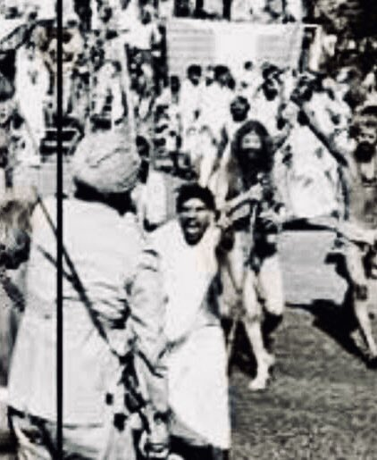 In the middle of #DiwaliCelebration, a quiet recall of November 7, 1966. Largest Hindu slaughter, Gopastami massacre, happens under Indira Gandhi. Cops spray Hindus demanding ban on cow slaughter with bullets in Delhi. Official toll 375, unofficial estimate in many thousands.