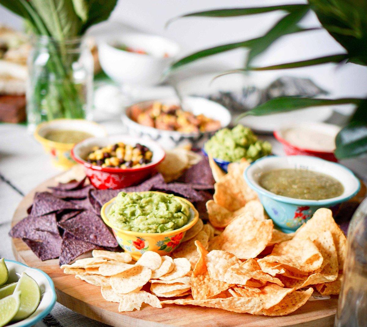 It´s National Spicy Guacamole Day in USA! #PicodeGallo and Avocado weren't enough for us! So now we enjoy a perfect spicy level Guacamole. #Perfect 🥑 🥑 🥑 #PetitGourmet #PetitgourmetSD #EverydayGourmet #Guacamole #SpicyGuacamole