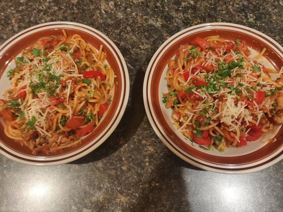 @T3llik: Tuscan sausage and pepper spaghetti with tomatoes and parmesan #foodporn https://t.co/RP4tg5Vn4f