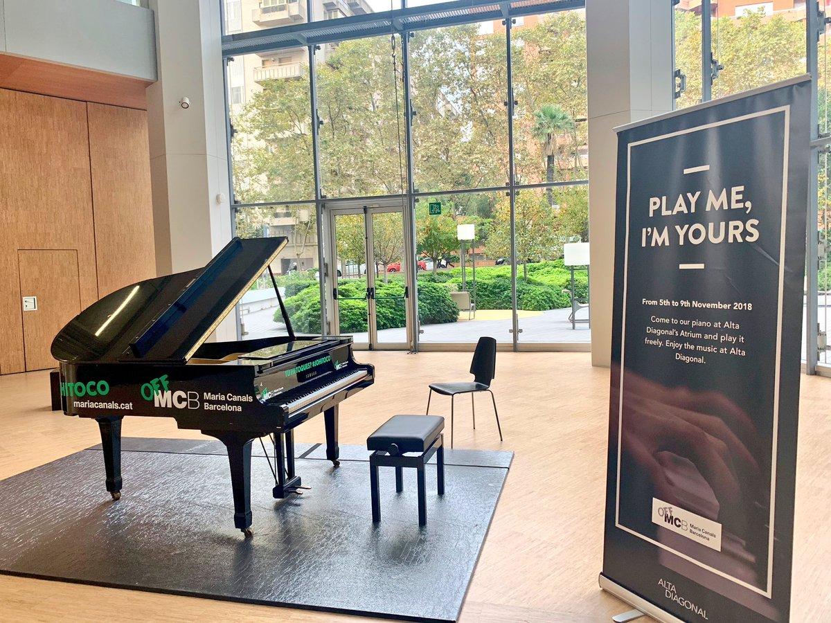 Estar treballant i escoltar de tant Chopin, Satie o Beethoven ... ens podeu deixar el piano tot l'any @mariacanals_bcn !! Moltes gràcies #AltaDiagonal pic.twitter.com/vlAR9yDXqv