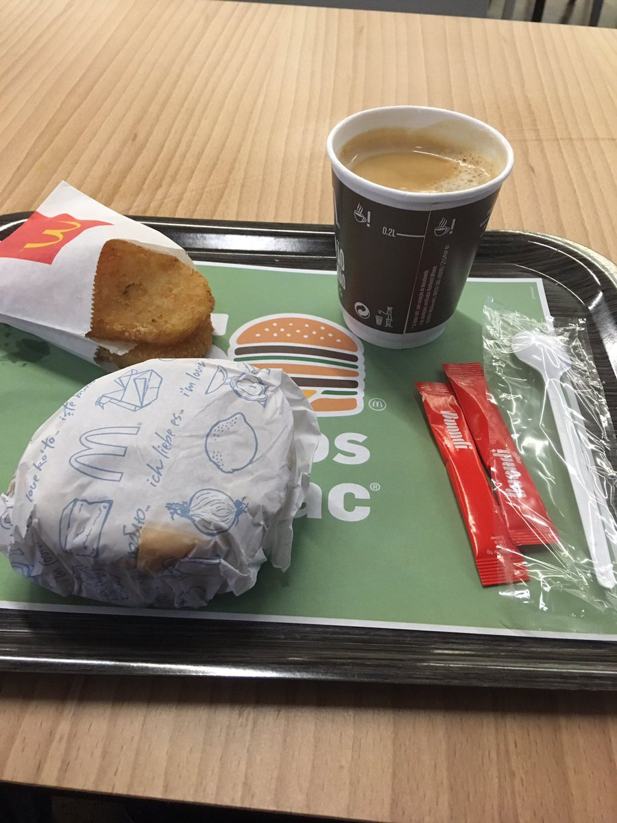 Lisbon is the first Airport I've been to that has had a McDonald's open this early!!  #Saus&amp;EggMuff #Imlovinit @McDonalds<br>http://pic.twitter.com/FS18lGXccV