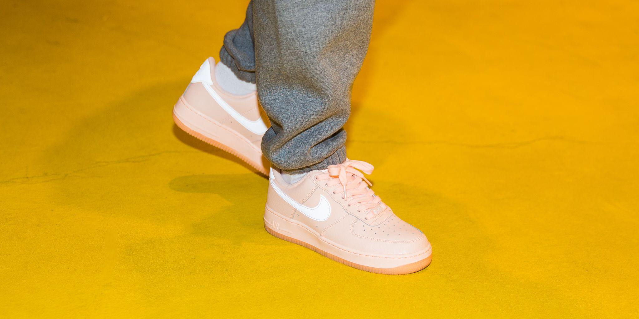 Nike Women's WMNS Air Force 1 07 ESS, Crimson TintCrimson