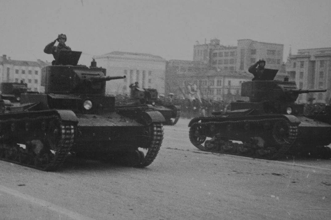 После, картинки парад 7 ноября 1941 года в куйбышеве
