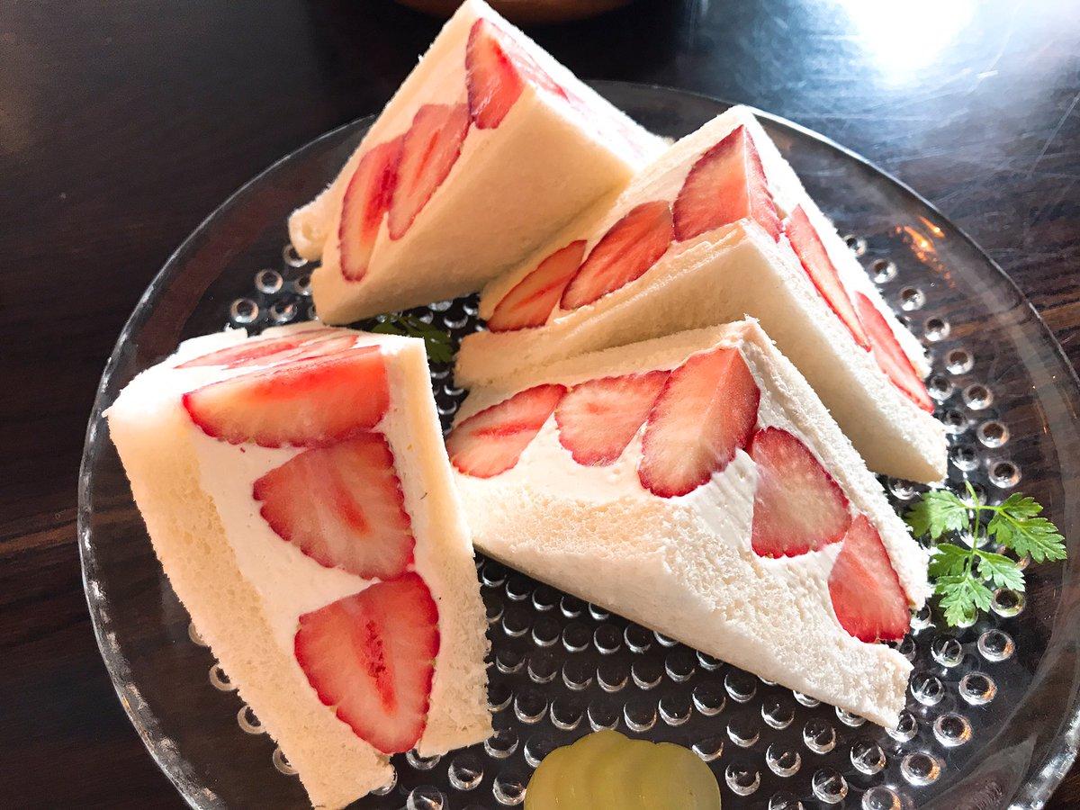 美味しそう!高円寺のお店にある、イチゴのフルーツサンドです!