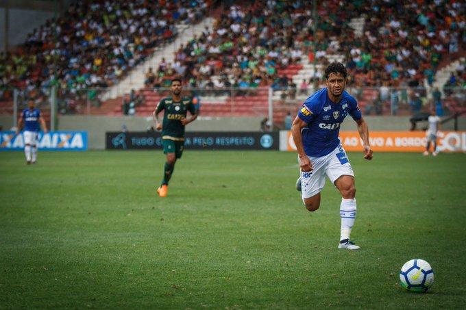 #98Esportes | No início da noite de ontem, o Cruzeiro anunciou a renovação contratual com o zagueiro Léo por mais dois anos. O contrato do defensor Celeste que antes terminava em dezembro de 2020, agora tem duração até dezembro de 2022. 📷 Vinnicius Silva | Cruzeiro Foto