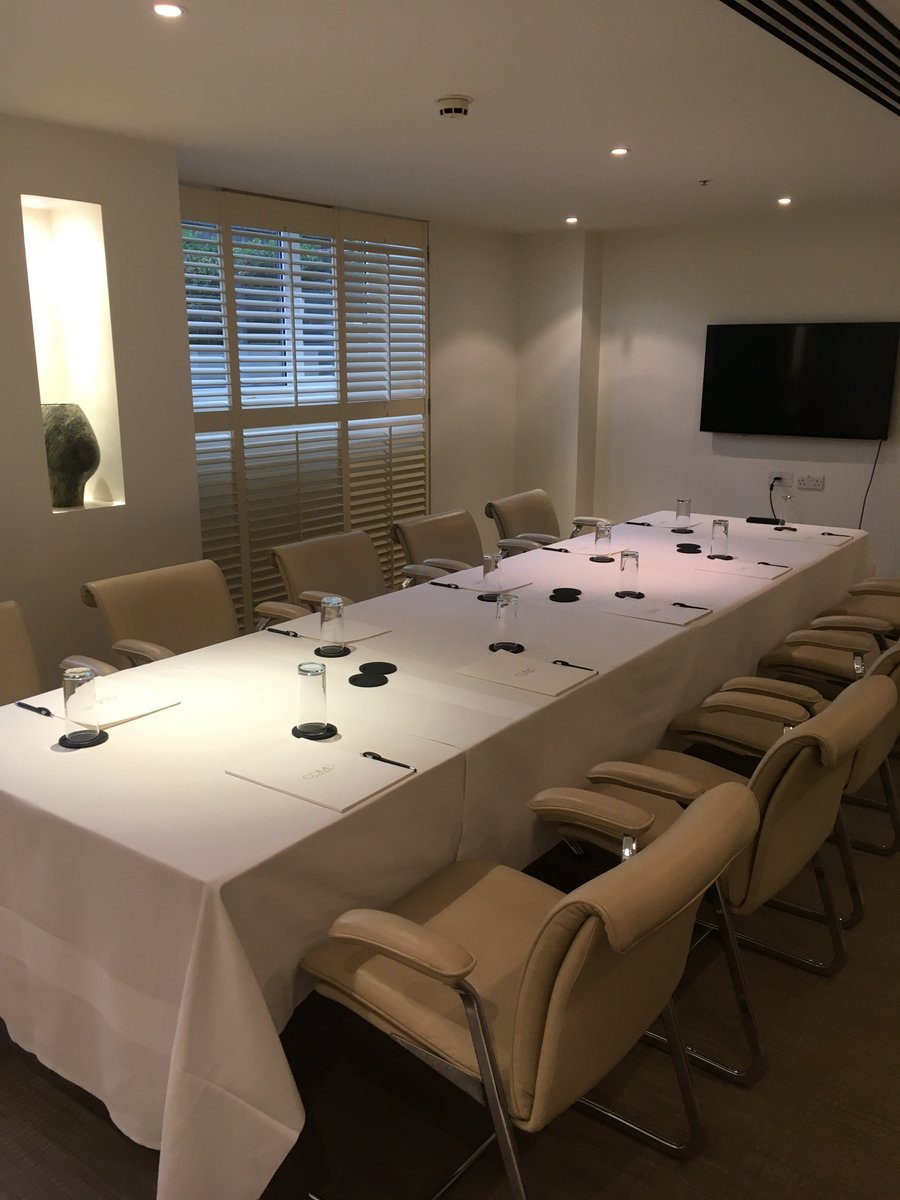 Really liked the beautiful clean, white boardroom @metlondon - a wonderfully stylish hotel! #vsukvisits #londonmeetingrooms