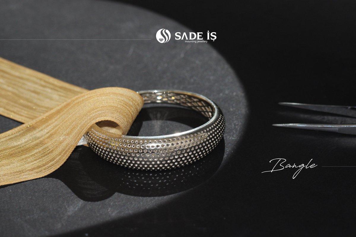 #bangles  #jewelrydesign #jewellery #handmadejewellery #indianjewellery #indianjewelery #italiajewels #italiajewelry #antwerpjewelry #hongkongjewelryshow #newyorkjewelry #dubaijewellery #tehranjewelry #bakujewellery #istanbuljewelry #grandbazaar #fasionjewellery #diamondbanglepic.twitter.com/Mt1jPBsbRR