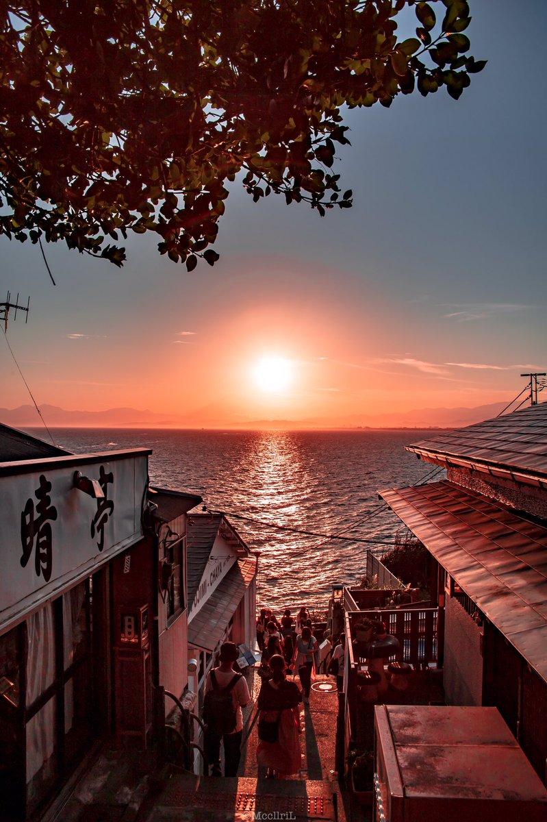 こういう「路地を抜けたら海」みたいな景色が好きなんだけど、誰か共感してくれ…