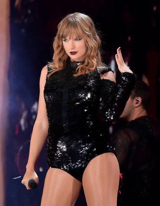 Dedicados, fãs de Taylor Swift sobem tag e alcançam o #1 dos TTs Brasil. @taylornation13 deve confirmar a vinda da cantora ao Brasil nas próximas horas #ComeToRockInRioTaylor Photo