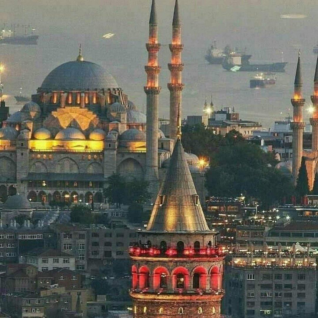 RT @Beril40743077: Şehirlerin de ruhu vardır; En güzel şehir... #BenimŞehrim Şehr-i İSTANBUL https://t.co/ctt6Z6FfX6