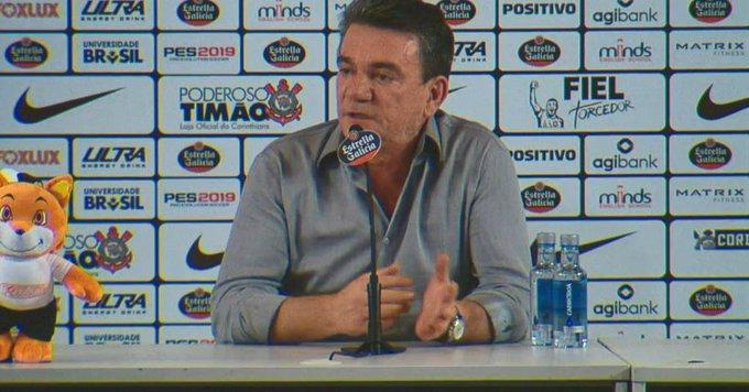 Presidente do Corinthians, Andrés Sanchez dá entrevista para falar de penhora da taça do Mundial de 2012; acompanhe Photo