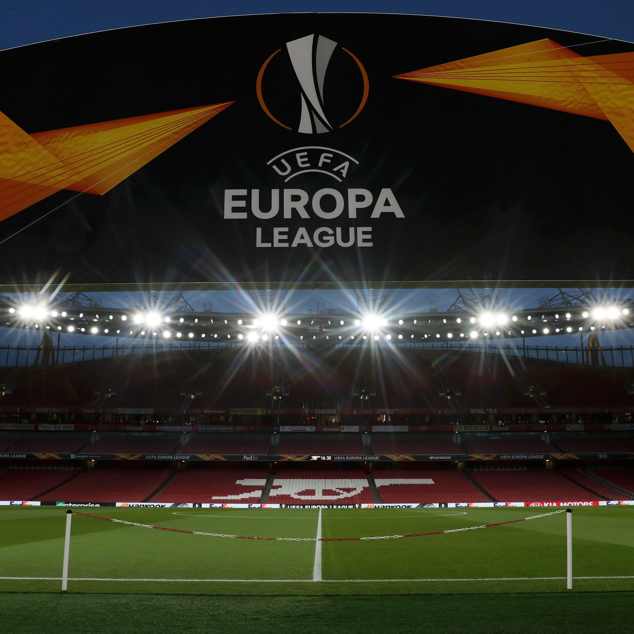 Football nights, under the lights ��  ��#UEL https://t.co/oKNOjid5qa