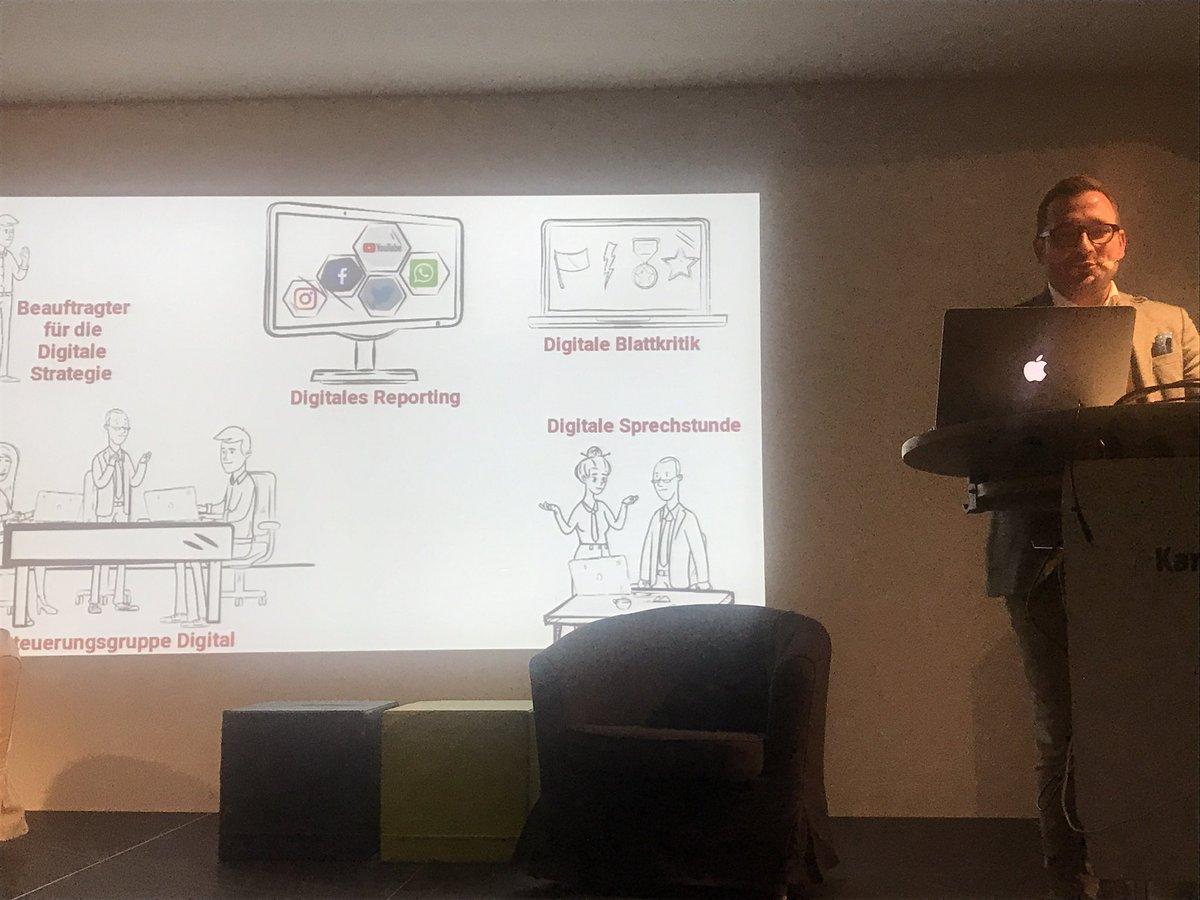 Florian Trott von der @Kunsthalle_Ka berichtet über den internen Weg, das eigene Angebot digitaler zu machen. Spannend: Die Digitale Blattkritik: 2 beliebige Mitarbeiter beurteilen die Aktivitäten im Netz #digiTALKKA