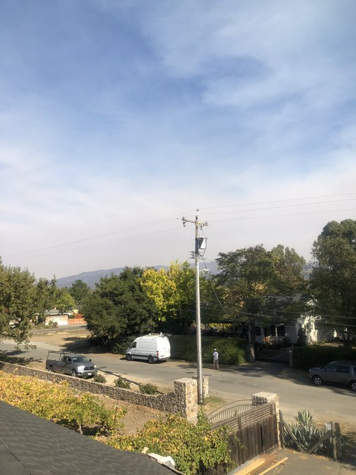 @SantaRosaFire Smoke coming into Sonoma County from Butte County fire at a ridiculous speed. This is the change within about 5 minutes. From Sonoma looking northeast. #buttefire #sonomacountyfire Photo