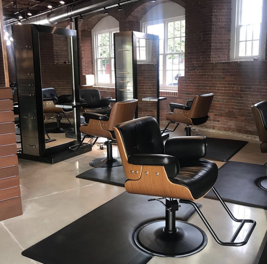 Minerva Beauty On Twitter The Sleek Kona Styling Chairs And Icon Stations Perfectly Complement Rustic Vibes At Oomph Salon In