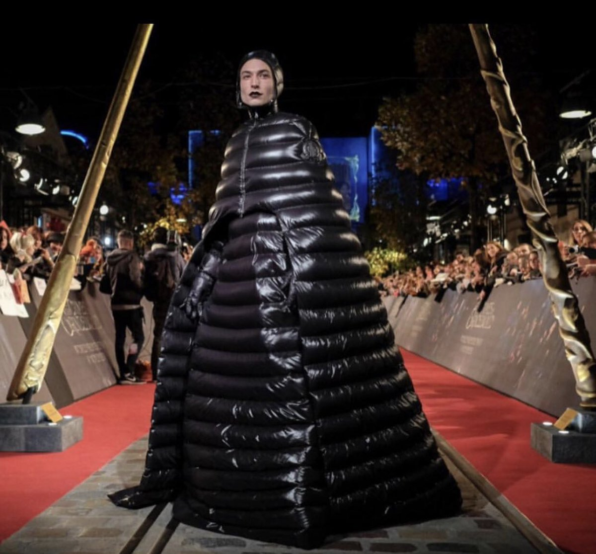 Ezra Miller brought GLAMOUR to the Fantastic Beasts sequel premiere in Paris today. https://t.co/u12v478DpL