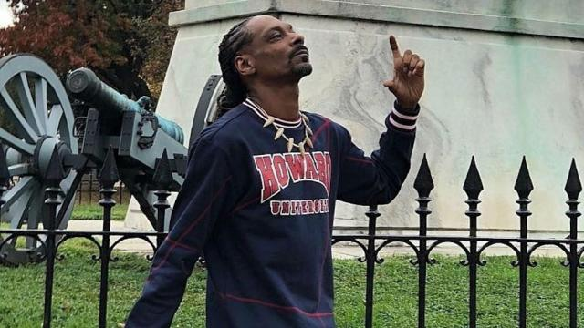 Snoop Dogg smokes blunt outside White House: 'F--k the president' https://t.co/7iJWPNsNqy https://t.co/RTCZlE0jdq