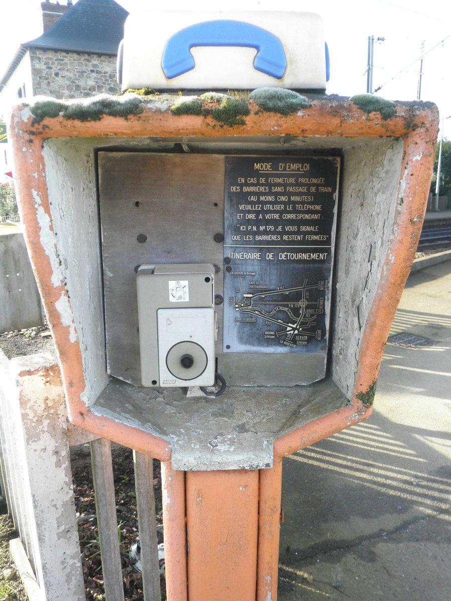 RT @Link_eole: Rappel : si vous êtes bloqués à un passage à niveau, il y'a un téléphone d'urgence #EnvoyeSpecial https://t.co/rMC3c9rLLb