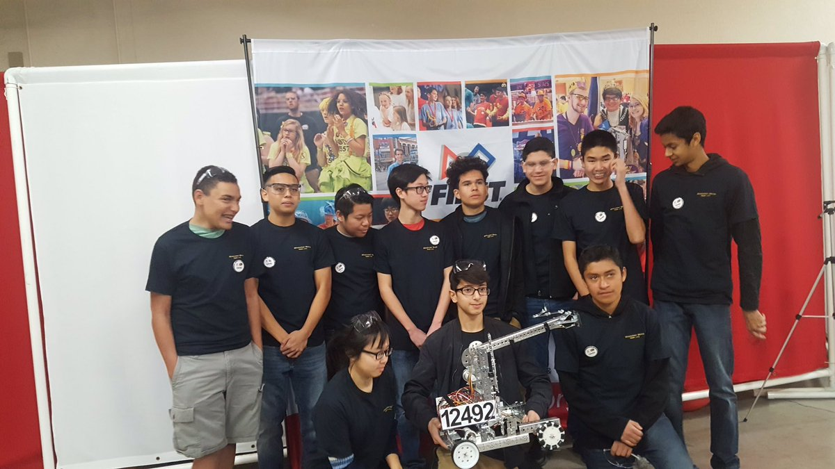 The @delmarhs Robotics Team is gearing up for @FTCTeams competition-good luck! #GoDons @mycuhsd on #NationalSTEMDay https://t.co/N8B6LeSsJz