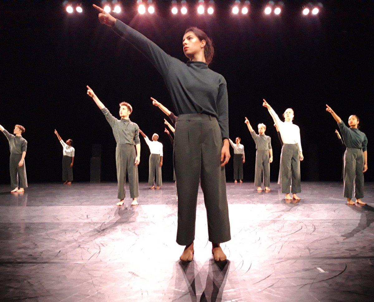 """Magnifique ouverture studio ac """"Danse de 20"""" où nous avons pu apprécier le travail des étudiants de L1 sous la direction d'Hervé Robbe, chorégraphe associé au CNDC -  Angers #cndc #CNDCAngers #HerveRobbe #danse #dansecontemporaine #angersmaville #Angers #angersemoi #CultureAngers"""