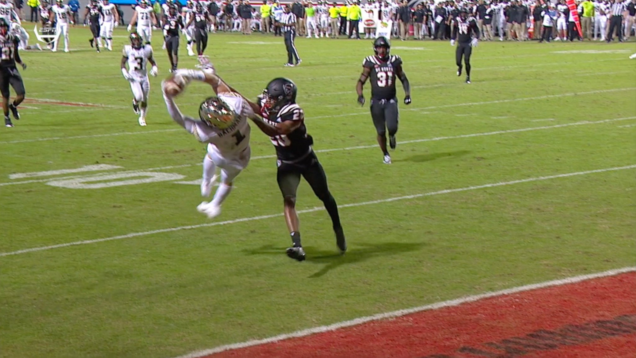 Styling for 6 with #SCtop10 catches on BACK-TO-BACK plays �� https://t.co/rrh3GyzOr8