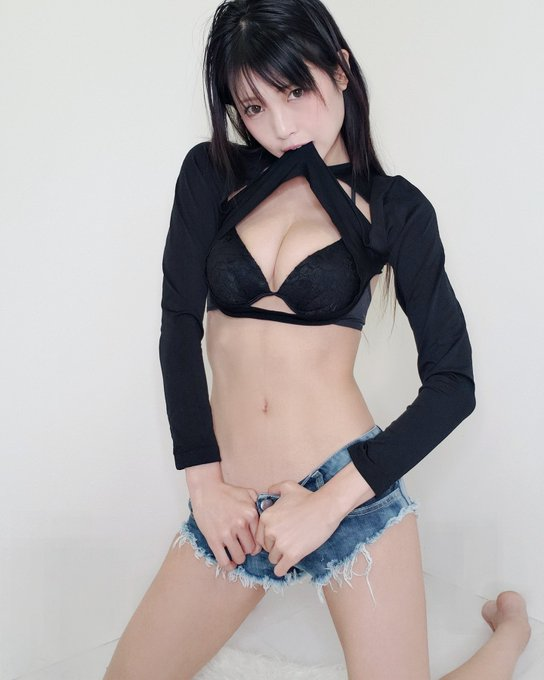 グラビアアイドル南楓のTwitter自撮りエロ画像32