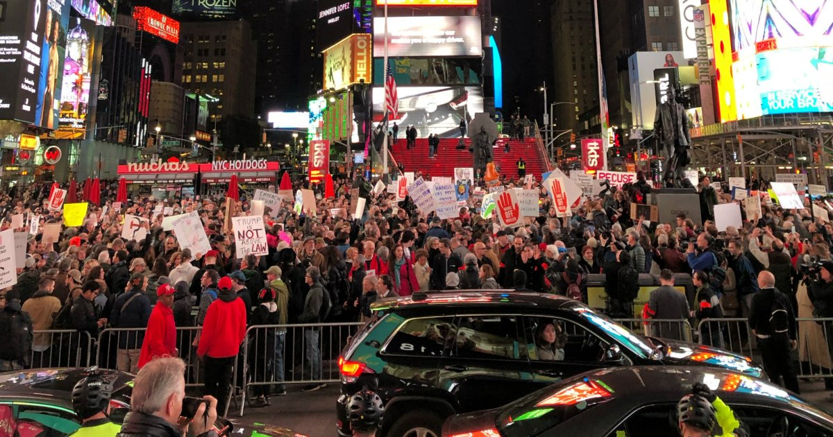 """#ProtectMueller Protesters Shut Down Streets in Midtown Manhattan: """"We Have to Resist"""" https://t.co/a1ZM5eZsjg"""