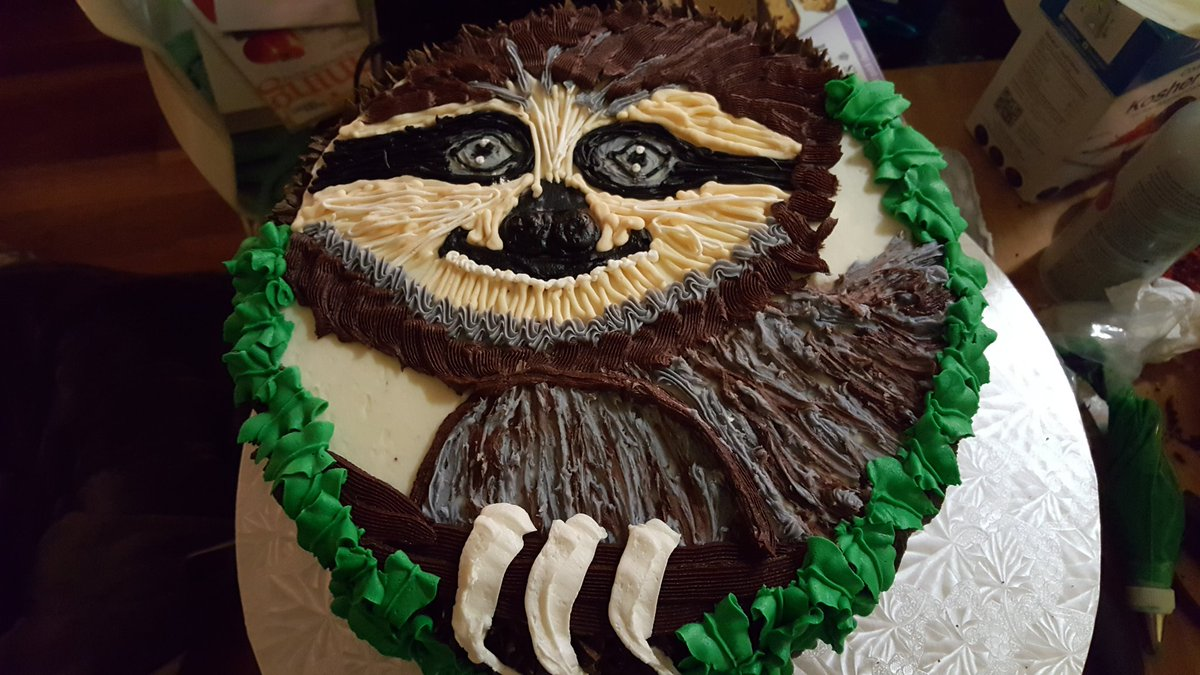 This is my entry for Aunt of the Year. #cake #cakedecorating #sloth https://t.co/b9lFNdydd7