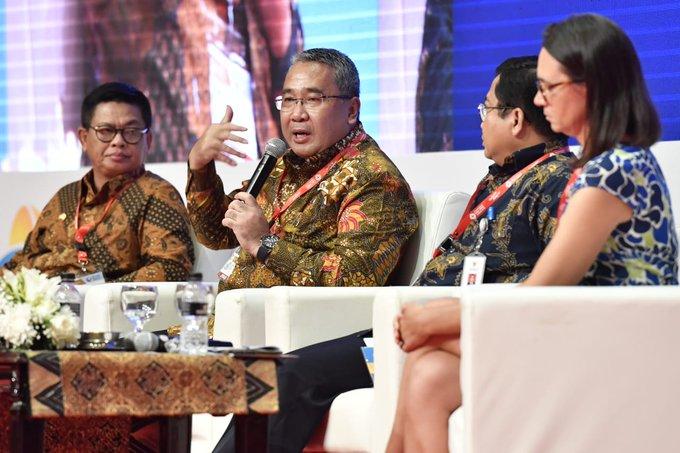 Mendes PDTT @EkoSandjojo menjadi pembicara Seminar International Public Service Forum 2018 di Jakarta, Rabu (7/11). Sesi seminar ini mengupas tentang akselerasi perbaikan pelayanan di daerah tertinggal dan daerah perbatasan. Photo