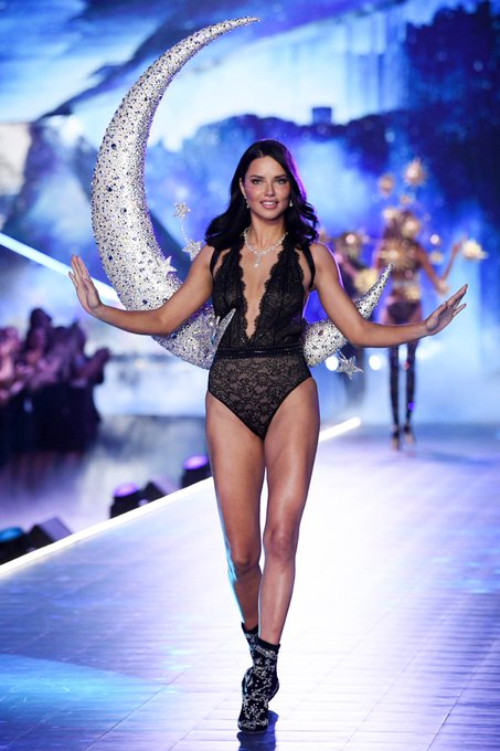 Victoria's Secret Fashion Show  - Page 2 Drha0McWsAc4gmA