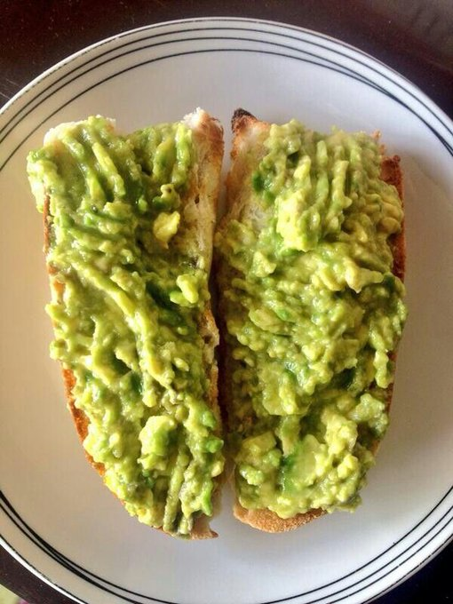 #NadaEsMasChilenoQue comer marraqueta con palta!! (A la once)... Photo