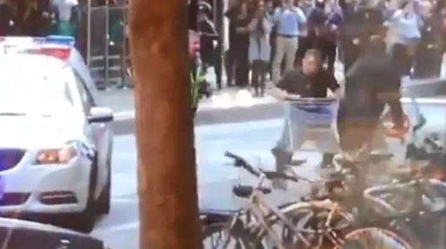 Trolley Man is the hero we need right now: https://t.co/F9FYpQuEco #TrolleyMan #BourkeSt @newscomauHQ https://t.co/qj5SrqGSZG