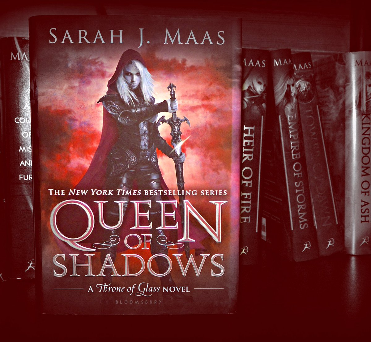 Can we just talk about #throneofglass for a second. #queenofshadows was an emotional roller coaster that I wanna keep riding, but I don't at the same time. #ouch #readingproblems<br>http://pic.twitter.com/yD7nElEEdo