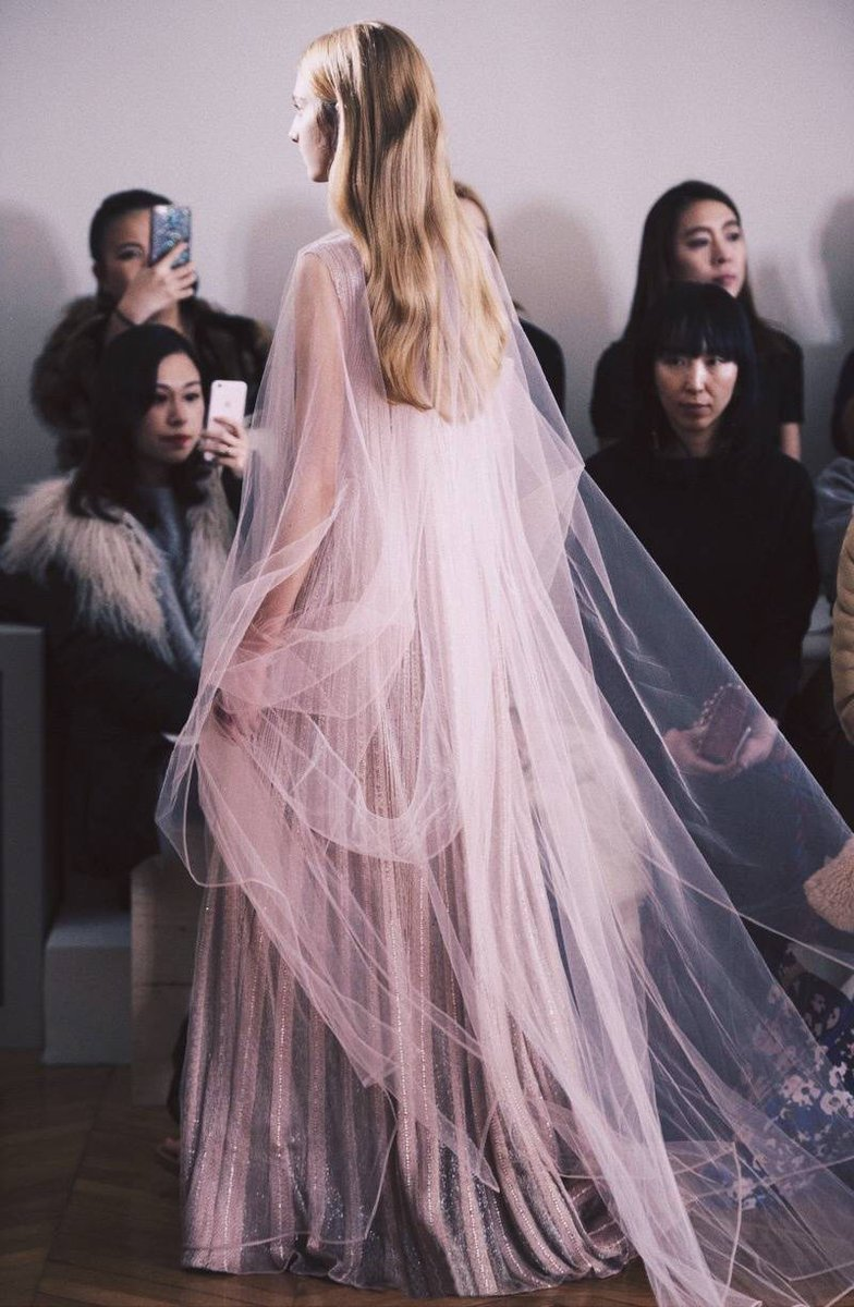 Fashion design : Valentino Spring 2017 Couture
